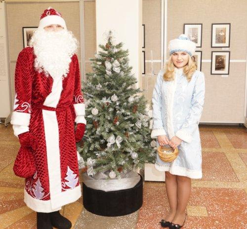 Выставка «Семейные традиции Нового года и Рождества»