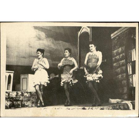 Фотография. Сцена из спектакля